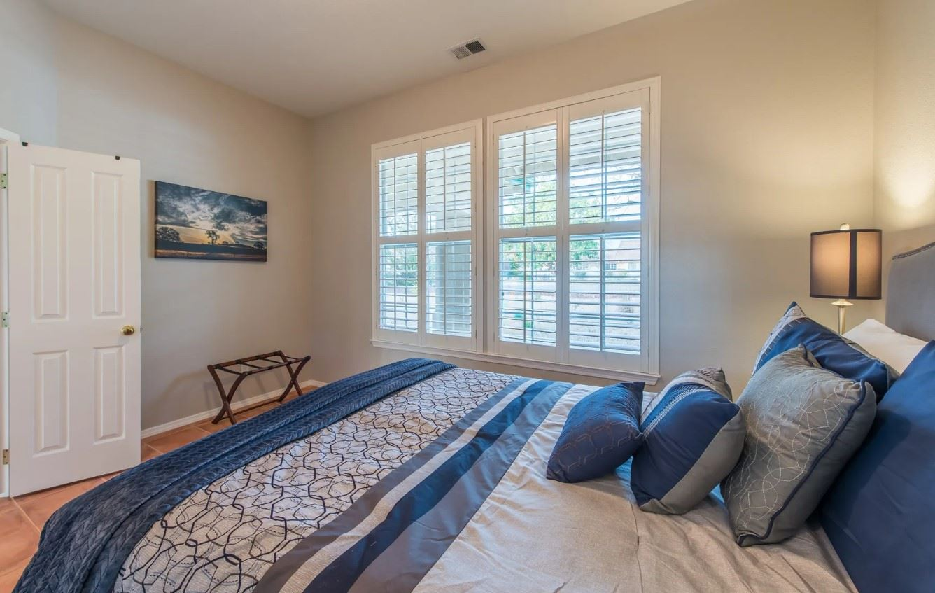 Entertainer's Heaven - Bedroom with blue linens