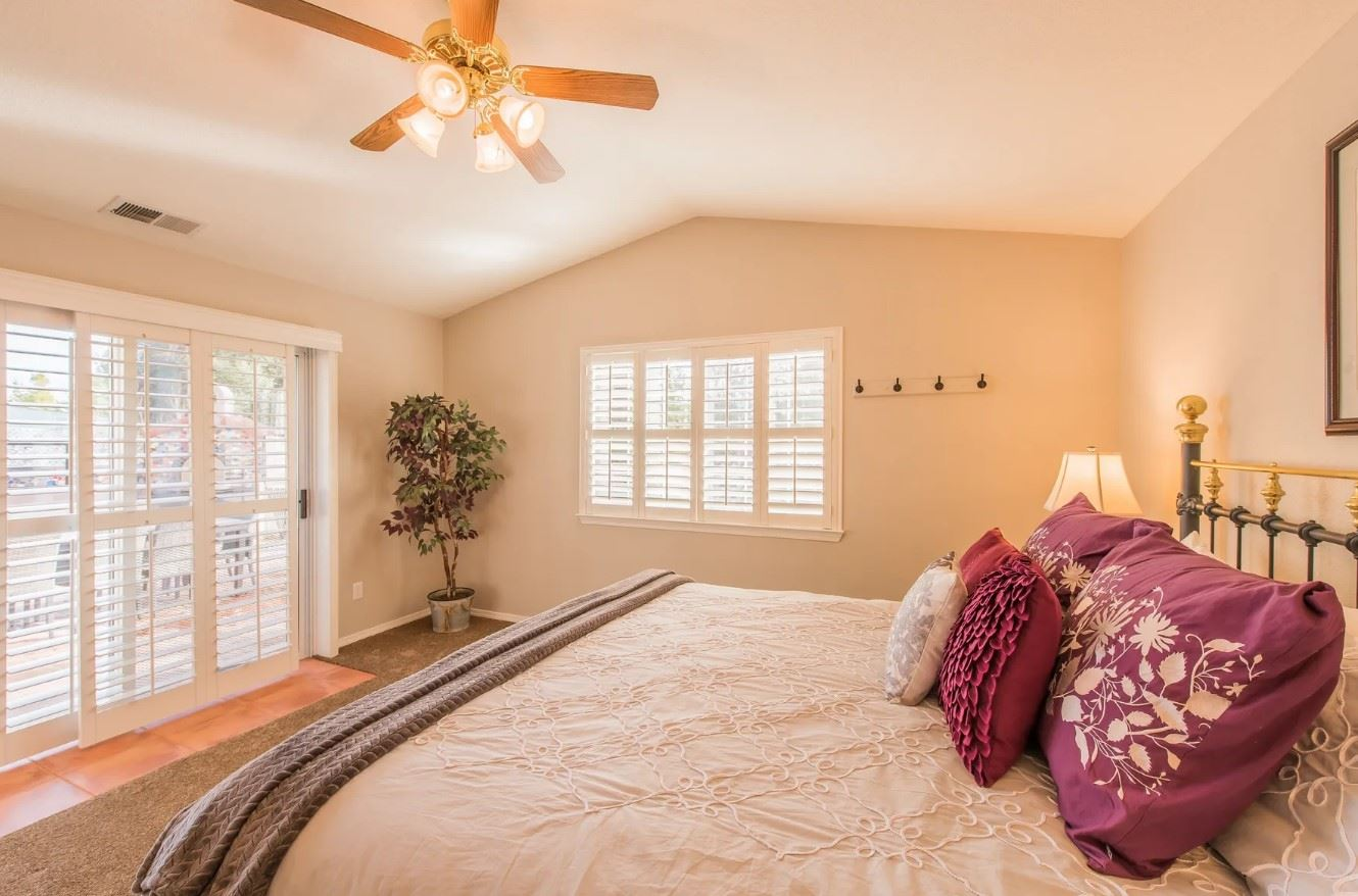 Entertainer's Heaven - Bedroom with purple pillows and light linens