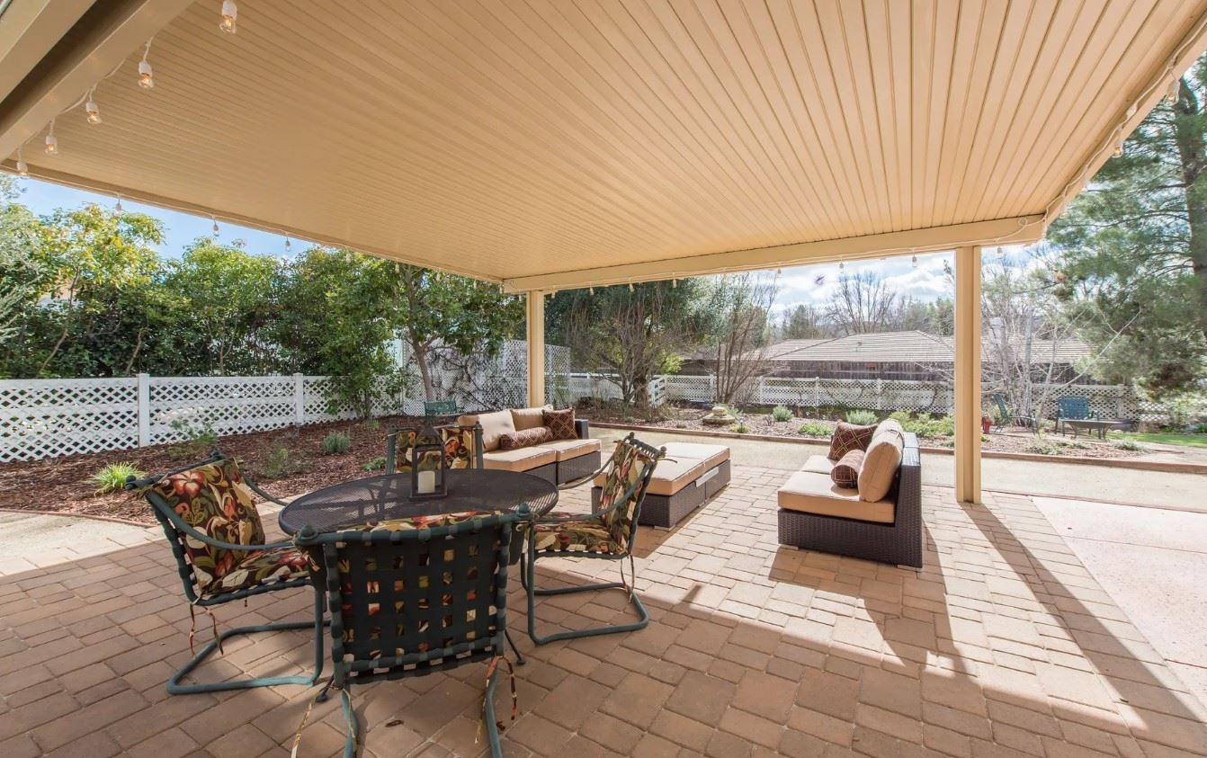 Entertainer's Heaven - Outdoor Seating Area