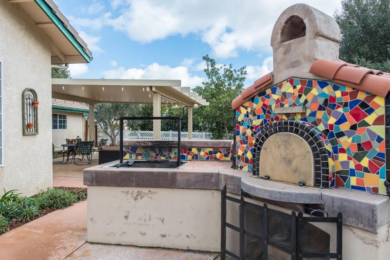 Entertainer's Heaven - Pizza Oven In Backyard