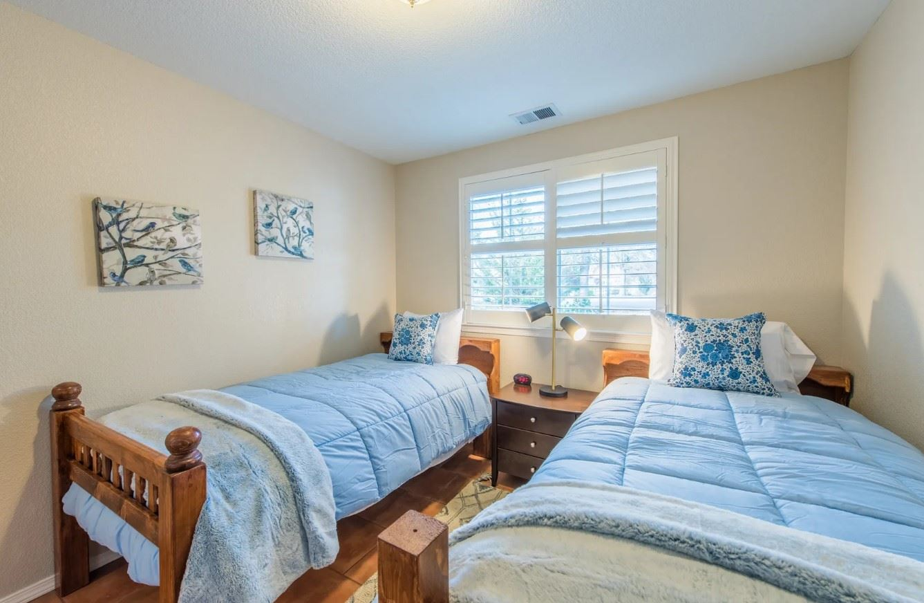Entertainer's Heaven - Twin Beds with light blue linens