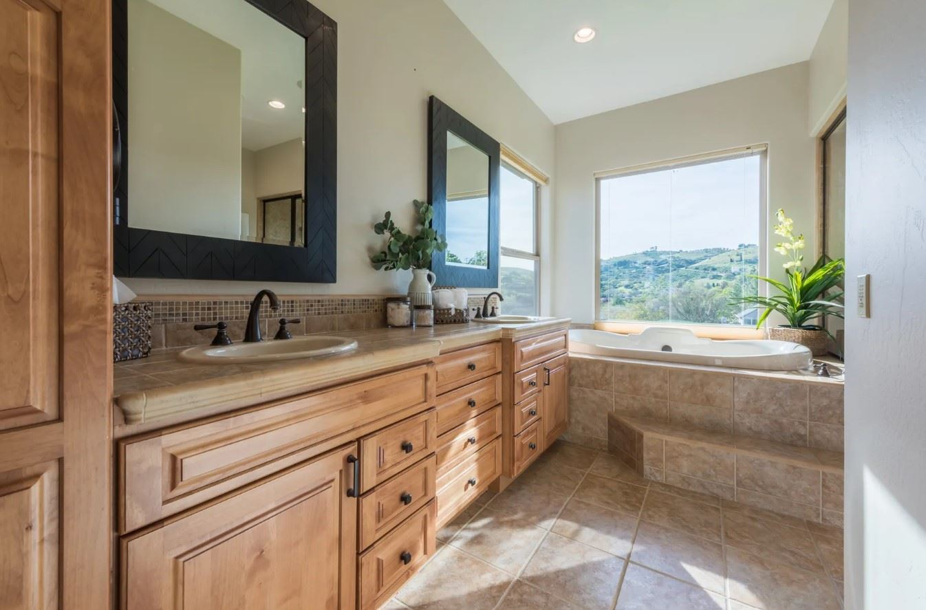 Hilltop Hacienda - Interior - Bathroom with a View