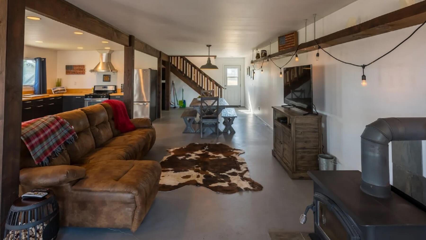 Rancho Da Hamilton - Living and Dining Area - Long Shot