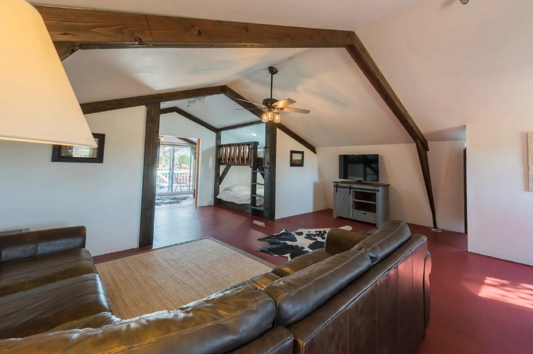 Rancho Da Hamilton - Loft View from couch