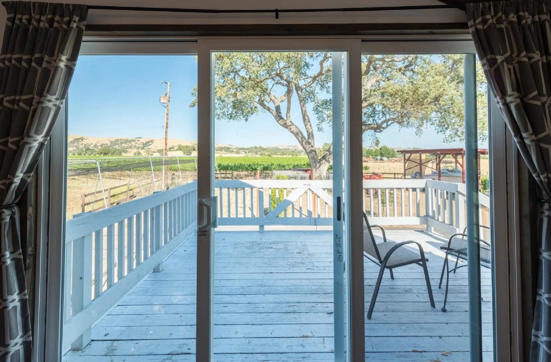 Rancho Da Hamilton - Loft bedroom view to patio