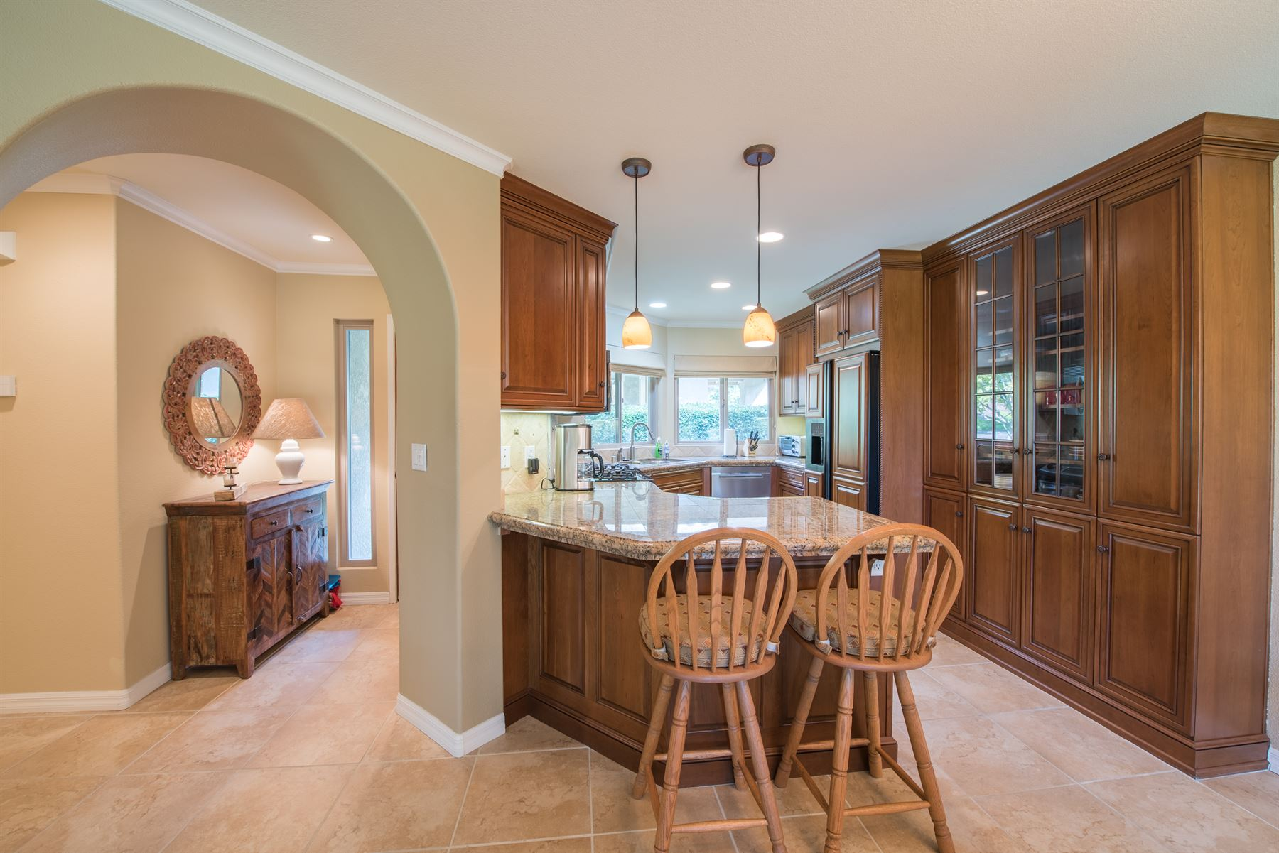 Golfer's Getaway - Interior - Wrap-around kitchen with dual barstools