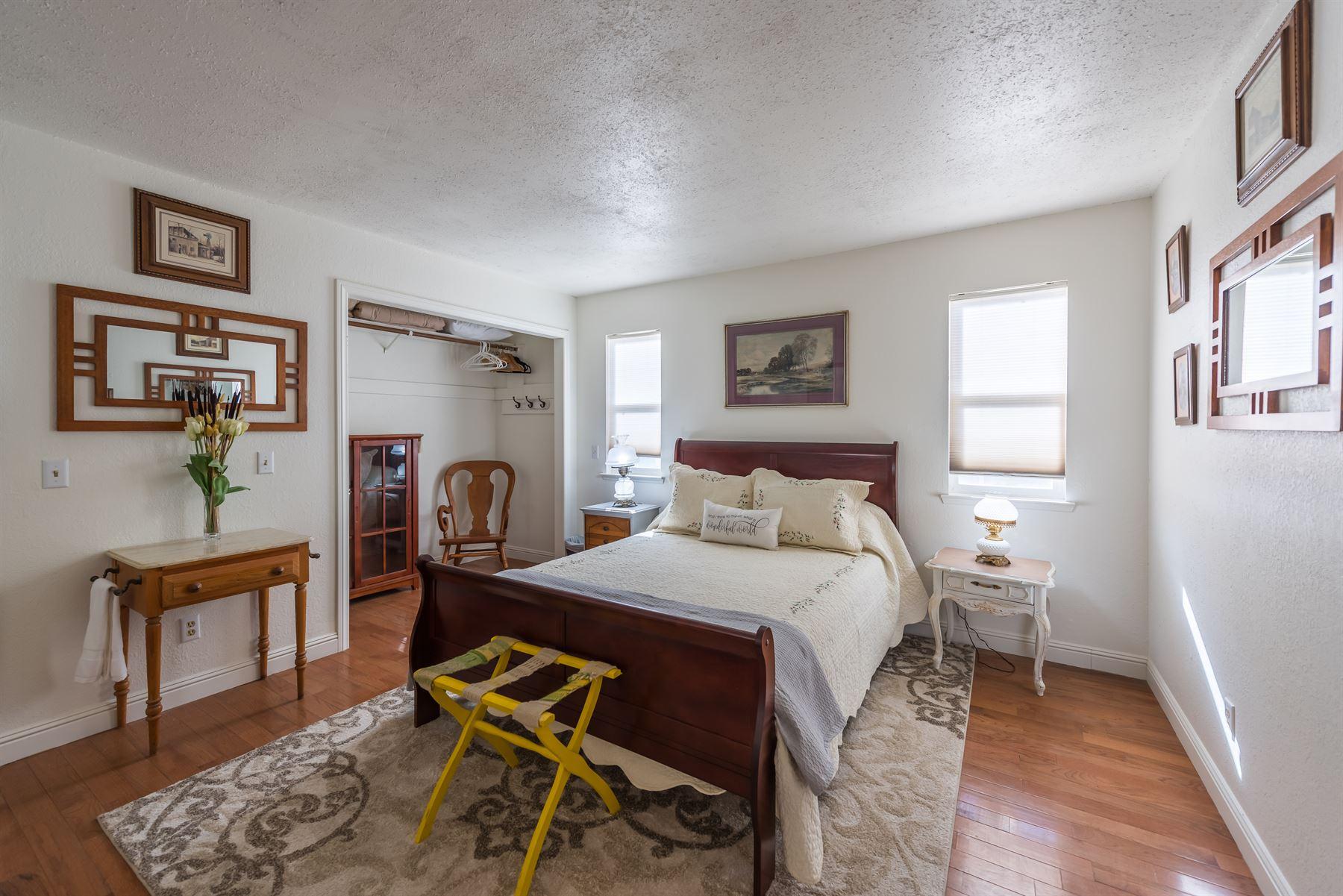 Oak Pass Ranch - Interior - Bedroom
