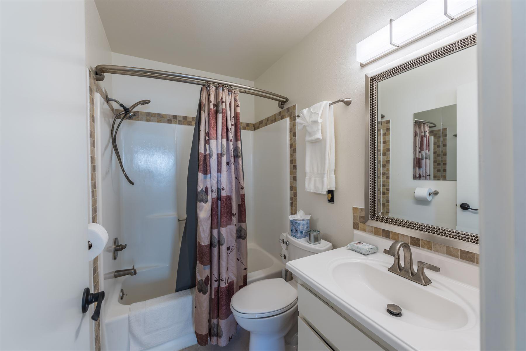 Oak Pass Ranch - Interior - Bathroom