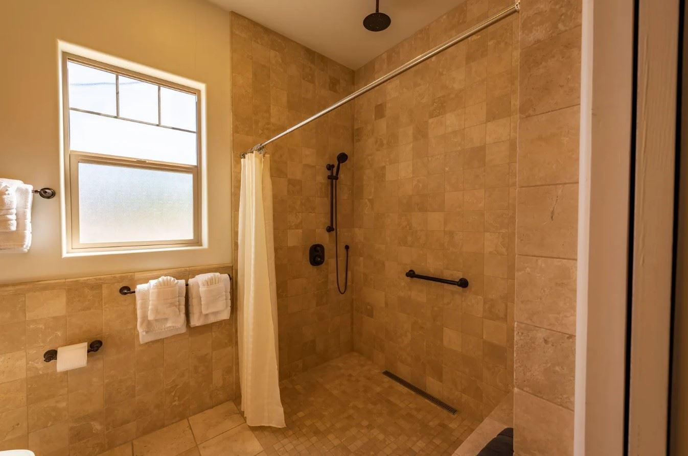 Frontier Hideaway - Two person shower in bathroom