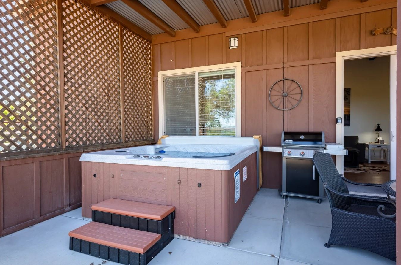 Frontier Hideaway - View of hot tub and grill on back patio